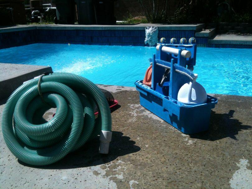 piscine nettoyage brome
